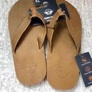 New with tags DOCKERS Premium Mens Flip Flops Tan